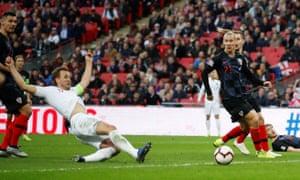 Kane slides in to score