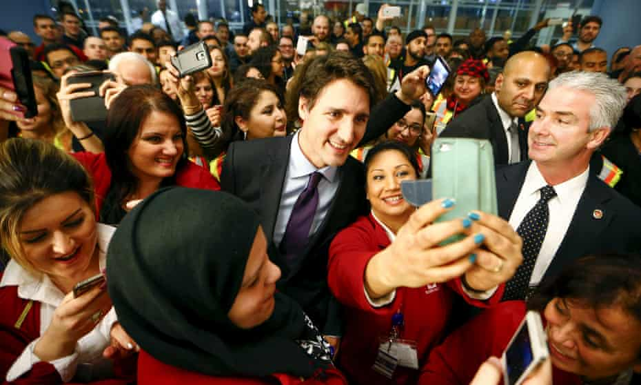 Canada's self-proclaimed feminist prime minister Justin Trudeau poses with Toronto airport workers.