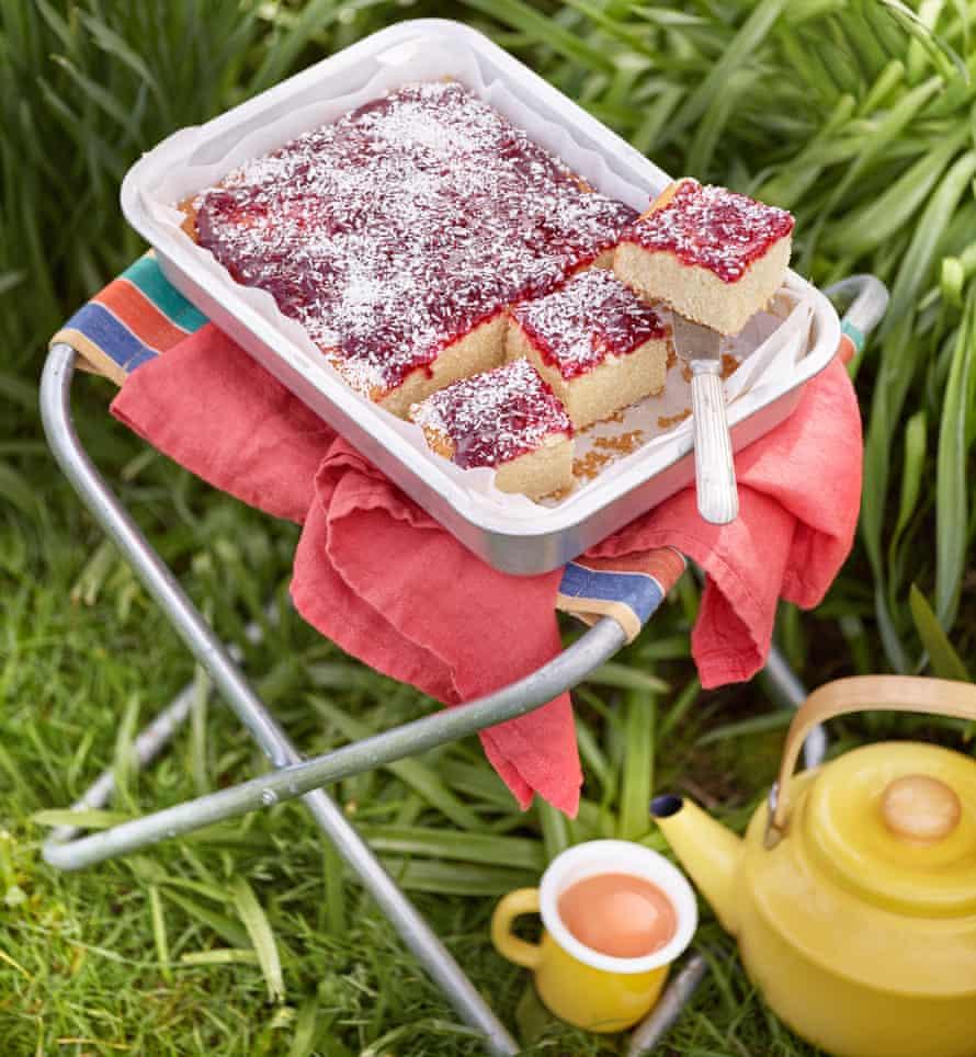 Jam sheet cake for outside.