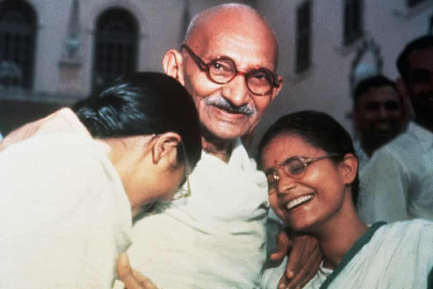 Mahatma Gandhi with his two granddaughters in 1947