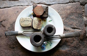 Pipes and snuff belonging to Gallagher's late father