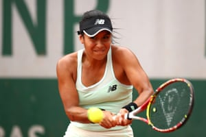 Heather Watson plays a backhand as she dominates against Dodin.