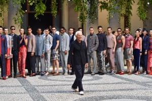 Giorgio Armani and his models close the show at the Armani HQ