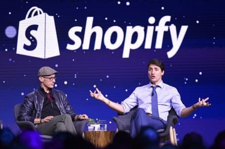 shopify founder tobi lütke talks to the canadian prime minister, justin trudeau