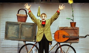 Swiss clown and mime artist Dimitri performing in Zurich in 2003.