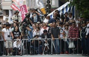 Crowds gathered to watch the leaders as they arrived at the Ise grand shrine
