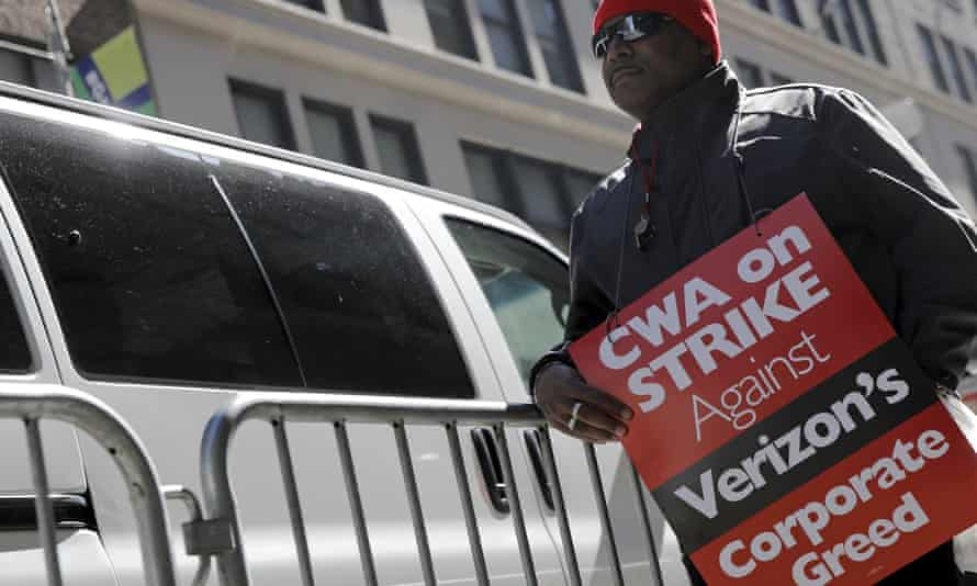 A striking CWA member pickets in front of Verizon Communications Inc. corporate offices in New York CityA member of the Communications Workers of America (CWA) pickets in front of Verizon Communications Inc. corporate offices during a strike in New York City, April 13, 2016. REUTERS/Brendan McDermid