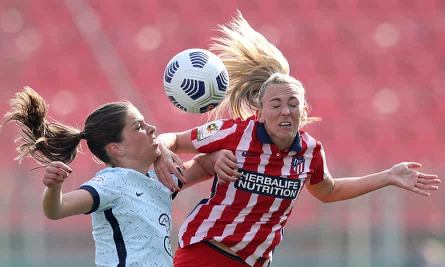 Chelsea's Melanie Leupolz vies for the ball with Atlético Madrid's Toni Duggan. There are growing calls to impose limits on heading in training.