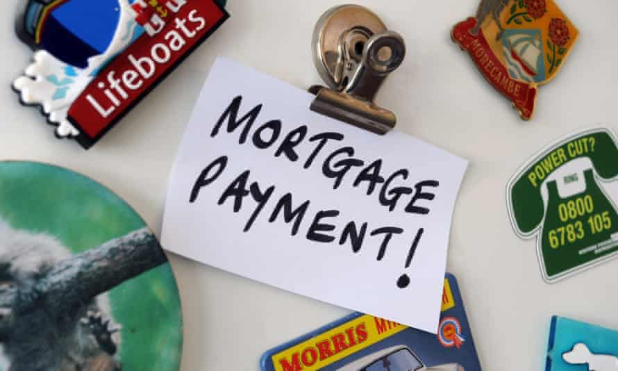 Fridge magnets with mortgage payment reminder note