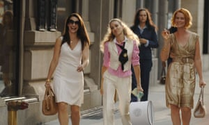 """On the Set Of """"Sex And The City: The Movie""""<br>NEW YORK - SEPTEMBER 21:  (L-R) Actresses Kristin Davis, Sarah Jessica Parker and Cynthia Nixon walk on the set of """"Sex And The City: The Movie"""" in Midtown September 21, 2007 in New York City.  (Photo by Ray Tamarra/Getty Images)"""