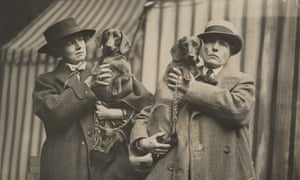 Una Vincenzo, Lady Troubridge and Radclyffe Hall with their dachshunds Fitz-John Wotan and Fitz-John Thorgils of Tredholt at Crufts Dog Show, 1923.