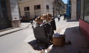 The communales (rubbish collection) is said to be 'one of the most inefficient sectors in the country'.