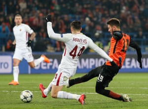 Facundo Ferreyra slots the ball home to get Shakhtar back on level terms.