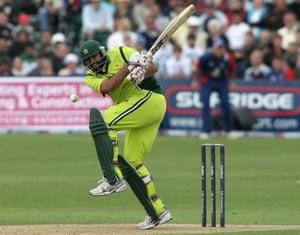 Inzamam-Ul-Haq对阵英格兰队。