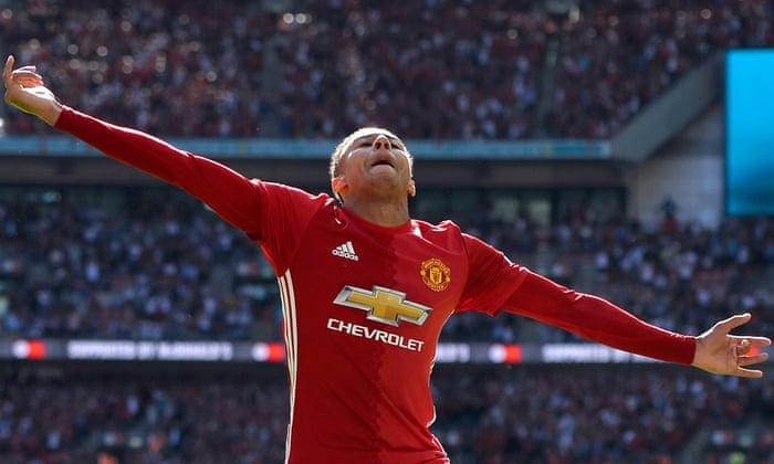 Jesse Lingard inicia o Manchester United, de José Mourinho, em funcionamento