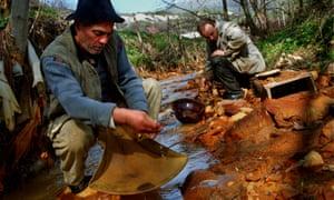 Roșia Montană gold panners