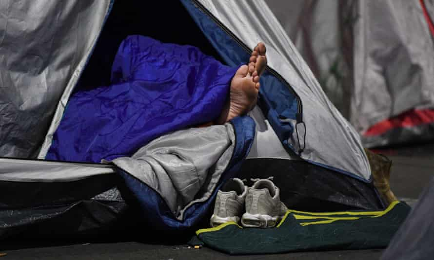 A community legal centre for homeless South Australians and those about to be evicted will close because their government funding has been cut.