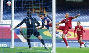 Everton's Dominic Calvert-Lewin heads at goal but misses.