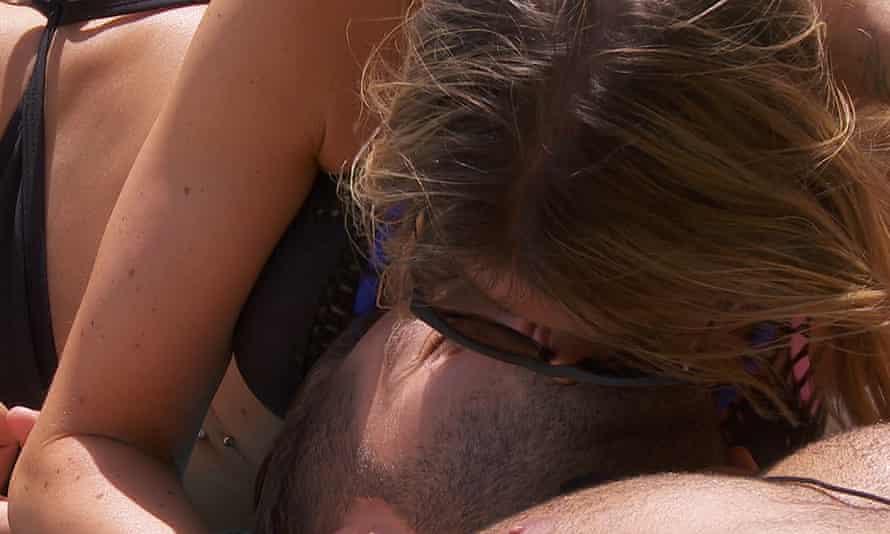 Camilla and Jonny kissing on Love Island.