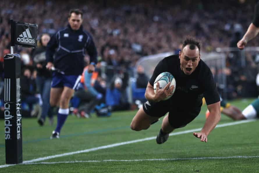 Israel Dagg dives in to score the opening try of the game.
