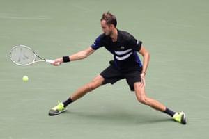 Medvedev wins first set, 7-6 (6).