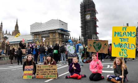Students strike for climate change in London