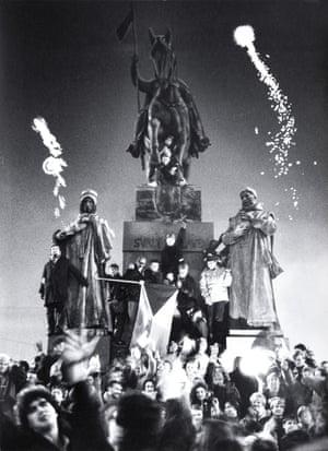 31 December 1989, midnight: Celebrations in Wenceslas Square