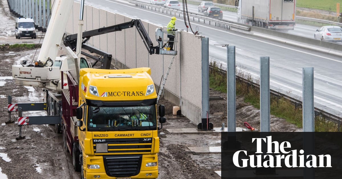 UK to pay extra £44.5m for Calais security in Anglo-French deal ...