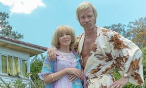 Kylie Minogue and Guy Pearce as Kaye and Keith Hall in Swinging Safari.