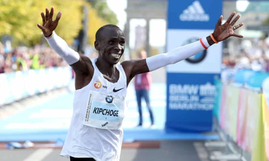 Eliud Kipchoge wins the 2018 Berlin marathon after starting at a blistering pace.