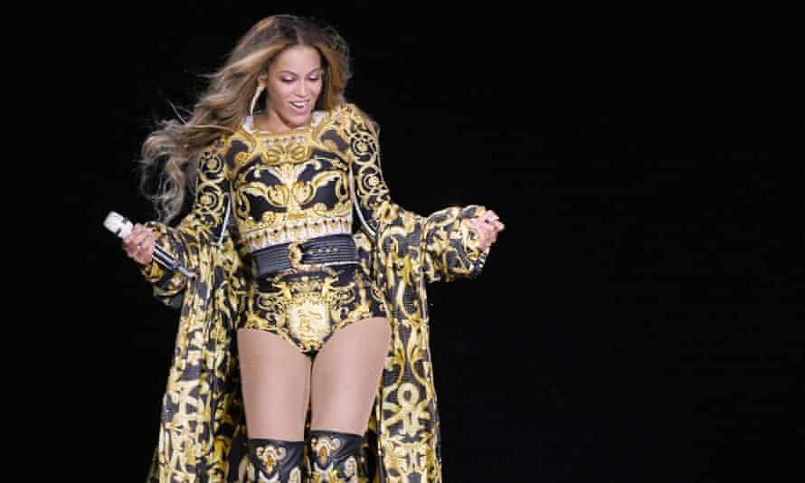Beyoncé on stage