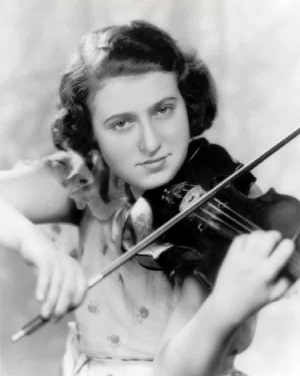 Ida Haendel as a girl. At the age of three and a half she amazed her mother by reproducing a song on the violin.