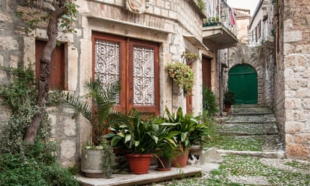 Street life: old stone houses in Vis town.
