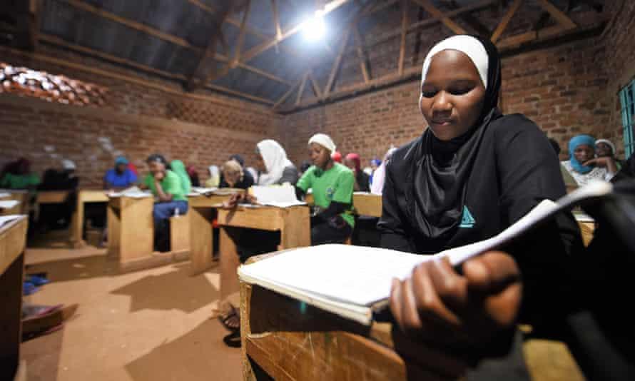 Lumuza school: new energy for education.