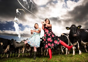 Farmers Sophie and Jess Vaughan by Murdo Macleod