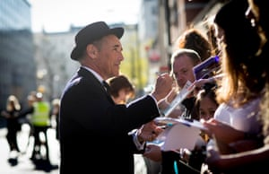 Mark Rylance signs autographs on the red carpet