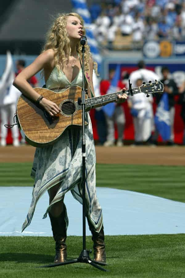 Singing the US national anthem in 2007