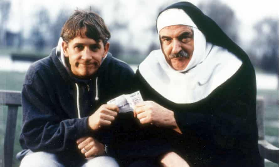 Gary Lineker and Des Lynam filming an advert in 1999.