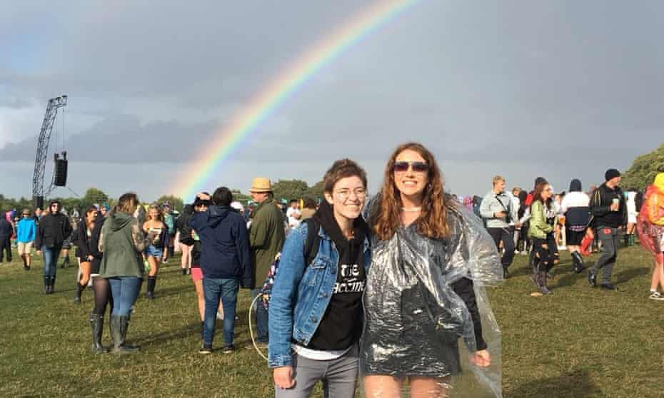 Hannah McKearnen (left) with her friend Hannah at Leeds festival in 2018