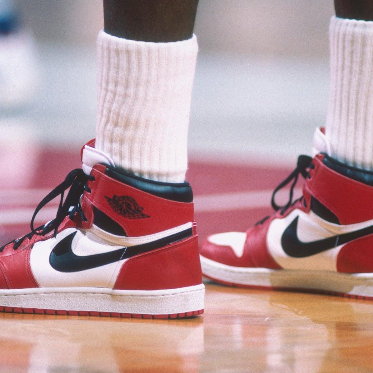 Renacimiento SIDA ventaja  Michael Jordan's first-ever Air Jordan sneakers sell for $560,000 at  auction | Michael Jordan | The Guardian