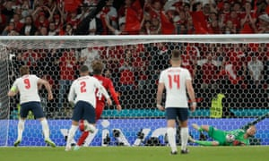 Harry kane misses penalty.