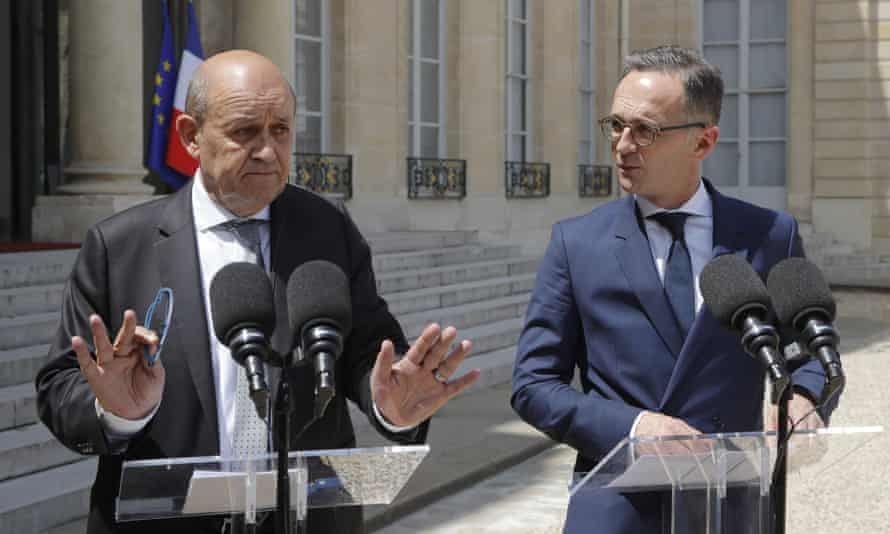 The French foreign minister, Jean-Yves Le Drian (left), and his German counterpart, Heiko Maas
