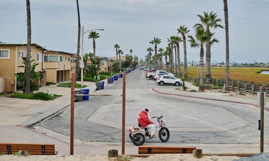 """O processo da cidade afirma que ela enfrenta uma """"elevação significativa e perigosa do nível do mar""""."""