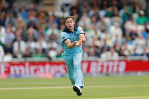 Woakes catches Sarfaraz off his own bowling.