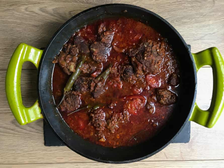 Rick Stein's vindaloo makes use of tamarind juice for tanginess.