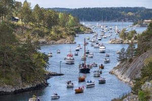 A cortege of boats passes the Justoy bridge during Norwegian Constitution Day.