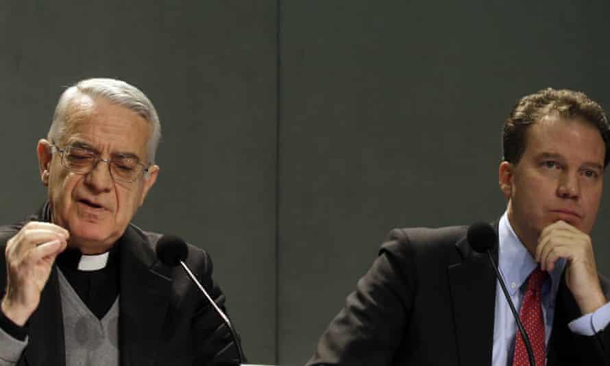 Vatican spokesman Father Federico Lombardi, left, and Greg Burke.