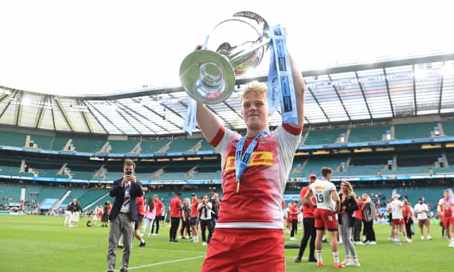 Louis Lynagh, who scored two crucial late tries for Harlequins, lifts the Premiership trophy.