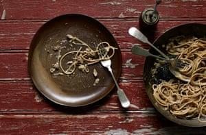 Onion and sardine spaghetti