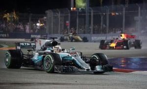 Hamilton leads Ricciardo at the re-start.